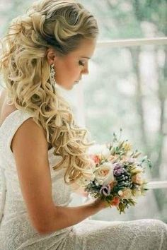 Wedding Hair Down Long hair brides find the perfect wedding day look for your big day on our gallery of stunning loose curls airstyles. - Long hair brides find the perfect wedding day look for your big day on our gallery of stunning loose curls airstyles. Loose Curls Wedding, Wedding Hair Down, Wedding Hair And Makeup, Loose Hair, Loose Updo, Bride Hairstyles For Long Hair, Up Hairstyles, Pretty Hairstyles, Bridal Hairstyles