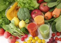 Juicing is beneficial to your health and easy to do. How to start juicing and some easy juicing recipes to get you started in your healthy juicing habit. Sumo Detox, Dietas Detox, Detox Kur, Detox Plan, Detox Foods, Whole Foods, Whole Food Recipes, Healthy Recipes, Juice Recipes