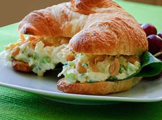 Chicken Salad Croissant Sandwich, tried before.I think the croissant makes any sandwich rock! Chicken Salad Croissant, Croissant Sandwich, Soup And Sandwich, Sandwich Recipes, Salad Sandwich, Chicken Sandwich, I Love Food, Good Food, Yummy Food