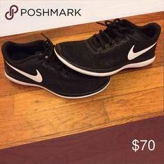 Black nikes Black running nikes with white swoosh Shoes Sneakers