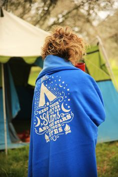 """KEEP your eyes on the stars sweatshirt blanket . . . """"keep your eyes on the Stars, & the stars in your eyes"""" . . . here's to GLAMPING, Camping, and just gettin' out there!!! {junk gypsy co} #glamping #camping"""