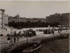Italie, Trieste, Place de l'Hotel de Ville    #Europe #Italia #Italie_Nouveautés