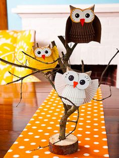 These DIY paper owls are more sweet than scary, and make a great decoration for the Halloween season!  (via @Parents Magazine www.parents.com)
