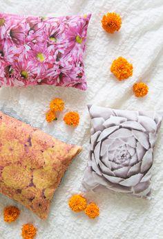 Create Vibrant Floral Photo Pillows - A Beautiful Mess Handmade Pillows, Diy Pillows, Wash Pillows, Pillow Ideas, Throw Pillows, Beautiful Textures, Beautiful Mess, Diy Photo, Photo Art
