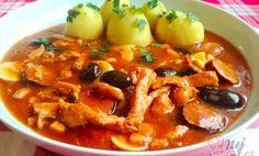 Čas přípravy: 35 min Čas vaření: 85 min SUROVINY 600 g vepřového masa 2 ks ostré klobásy dle chuti k Thai Red Curry, Chili, Pork, Meat, Chicken, Ethnic Recipes, Kale Stir Fry, Beef, Chile