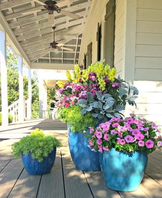 Container Gardening Ideas Porch Planters - Creative spring garden pots and planters to inspire you right into spring. Perfect for your porch or on your table, these combinations are easy and beautiful. Outdoor Flowers, Outdoor Planters, Potted Plants Patio, Plant Pots, Indoor Outdoor, Container Plants, Container Gardening, Container Flowers, Ideas Para Decorar Jardines