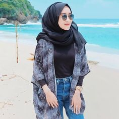 Ideas for womens fashion jeans models Hijab Fashion Summer, Modern Hijab Fashion, Muslim Women Fashion, Skirt Fashion, Fashion Dresses, Womens Fashion, Casual Hijab Outfit, Casual Dresses, Casual Outfits