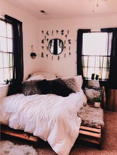 home_decor - 76 cute girls bedroom ideas for small rooms 13 Small Room Bedroom, Home Bedroom, Bedroom Inspo, Bedroom Ideas For Small Rooms Diy, Cheap Bedroom Ideas, Bedroom Apartment, Master Bedroom, Bedroom Furniture, Furniture Plans
