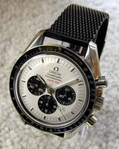 Omega Speedmaster - so close to the Rolex Daytona and just as beautiful. Cool Watches, Rolex Watches, Speedmaster Professional, Swiss Army Watches, Vintage Omega, Beautiful Watches, Elegant Watches, G Shock, Luxury Watches For Men