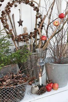 wintersfeer op de sidetable in de tuin de vogeltjes zullen er blij mee zijn
