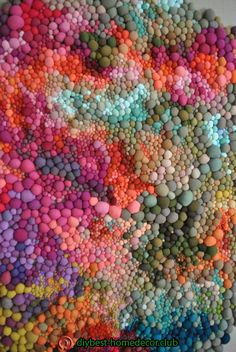 When it comes to patience and perseverance, Serena Garcia Dalla Venezia has both qualities in spades. The Chilean textile artist crafts handmade fabric balls in a rainbow of different colours and textures. Sculpture Textile, Art Sculptures, Soft Sculpture, Art Texture, Textile Texture, Instalation Art, Textures Patterns, Floral Patterns, Sewing Patterns