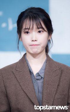 "IU 180411 ""My Mister"" Press Conference Me ha gustado mucho su drama Korean Actresses, Korean Actors, Girl Photo Poses, Girl Photos, Iu Hair, K Idol, Soyeon, Korean Celebrities, Girl Crushes"
