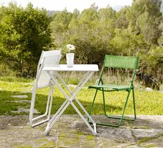 Just add sun! With the HÄRÖ folding chair, you can celebrate St. Patty's day in your own back yard.