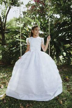 Annabell Vestido de Primera Comunión. – Bianca Miele España Girls Formal Dresses, Little Girl Dresses, Flower Girl Dresses, Wedding Dresses, Holy Communion Dresses, Birthday Dresses, White Dress, Trending Outfits, Etsy