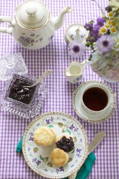 Tea with blueberries & biscuits