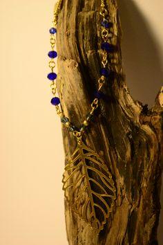 Collier à pendentif feuille doré et perles de cristal bleu saphir by Golden Bat // Shop>> https://www.etsy.com/fr/listing/227177360/collier-a-pendentif-feuille-dore-et?ref=listing-shop-header-1