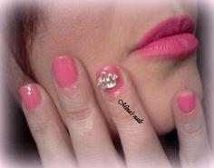 pink nails pink lipstick <3