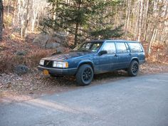 Lifted Volvo 740 Battlewagon ready for action.