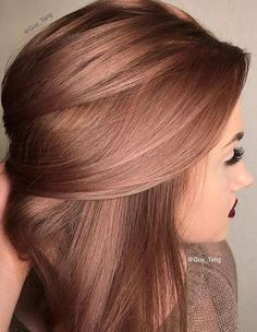Rose gold hair color ideas for blonde, brown and red hair. Best tutorial and photos with rose gold hair color. Cabelo Rose Gold, Gold Hair Colors, Hair Colours, Spring Hair Colors, Metallic Hair Color, Hair Colour Shades, Rose Gold Hair Colour, Hair Colour Ideas, Colour Colour