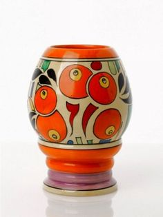 Find the worth of your Clarice Cliff (England) vases and ewers. Learn the market value of your Clarice Cliff (England) vases and ewers. Clarice Cliff, Ceramic Pottery, Pottery Art, Art Nouveau, Decoupage, Color Naranja, Belle Villa, Ceramic Artists, Vintage Ceramic