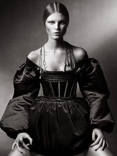 Maryna Linchuk by Sebastian Kim for Numero August 2009 Dark Fashion, High Fashion, Mode Baroque, Mode Sombre, Sebastian Kim, Mode Editorials, Bustier, Silhouette, Dark Beauty