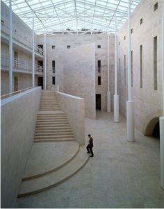 Alberto campo Baeza - Public Library,Orihuela (Alicante), Spain cómo cubre el patio