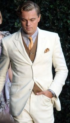 Gatsby Suit has peak lapel with one back vent from high quality linen taken from movie The Great Gatsby, Get narrow style Leonardo DiCaprio Off White Suit Great Gatsby Wedding, Gatsby Party, The Great Gatsby, Wedding Men, Wedding Suits, Great Gatsby Mens Fashion, 1920s Fashion Male, Gatsby Movie, Formal Fashion