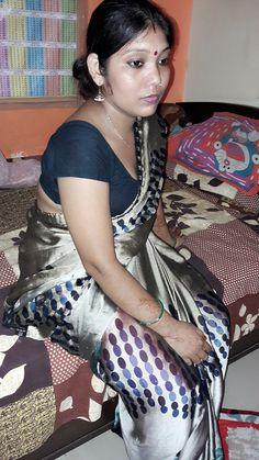 Beautiful Women Over 40, Beautiful Girl Indian, Beautiful Indian Actress, Indian Wife, Indian Girls, Indian Beauty Saree, Indian Sarees, Silk Sarees, Desi Models