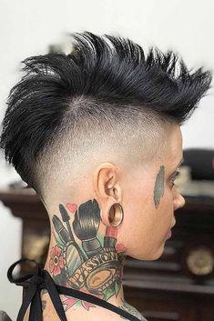 24 High Fade Haircut Ideas For Women To Ruin All The Stereotypes Skin Fade Hawk Haar Short Hair Mohawk, Mohawk Hairstyles For Women, Undercut Hairstyles, Short Hair Cuts, Short Hair Styles, Girl Mohawk, Pixie Mohawk, Undercut Mohawk, Mohawk Cut