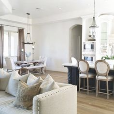 @natalyakuynilak's home is so calming and serene...we might need to move in too!  Features our Archer Dining Table, Bench, and Chairs.