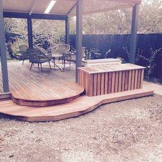 屋根を設置すれば天候を気にせずにウッドデッキを使用できますね。 Deck, Patio, Outdoor Decor, Home Decor, Decoration Home, Room Decor, Front Porches, Home Interior Design, Decks