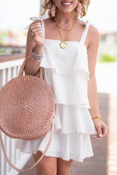 White Dress Accessories, Summer Accessories, Summer Dresses, Formal Dresses, Summer Clothes, Party Dresses, Little White Dresses, Tiered Dress, Ideias Fashion