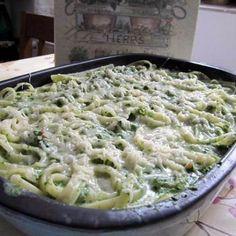 Egyszerű spenótos tészta   Mindmegette.hu Vegetarian Recipes, Healthy Recipes, Healthy Food, Ravioli, Pasta Recipes, Macaroni And Cheese, Food Porn, Food And Drink, Salad
