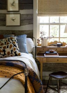 Modern Old-fashioned Bedroom Tips How to Decorate a macys rustic bedroom furniture exclusive on homesaholic home decor Home Bedroom, Bedroom Furniture, Bedroom Decor, Bedroom Ideas, Bedroom 2018, Fall Bedroom, Bedroom Neutral, Bedroom Signs, Cabin Furniture