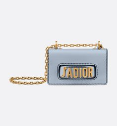 Discover Christian Dior fashion, fragrance and accessories for Women and Men Dior Clutch, Clutch Bag, Jacquemus Bag, New Balenciaga, Branded Bags, Cute Bags, Luxury Bags, Handmade Bags, Handbag Accessories