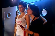 Top Model Huesca vestida con camiseta de carita bonita