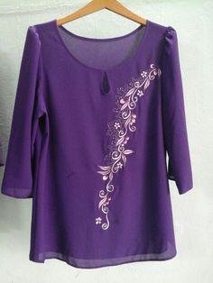 Áo kiểu Trung niên Mexican Embroidery, Blouse Designs, Embroidery Designs, Evening Dresses, Fashion Dresses, Tunic Tops, Kurtis, Womens Fashion, Stuff To Buy