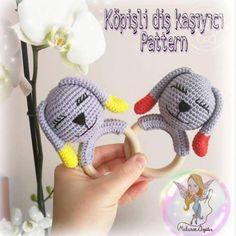 Amigurumi Köpüşlü Dış Kaşıyıcı Tarifi Crochet Purses, Crochet Dolls, Crochet Hats, Amigurumi For Beginners, Cat Amigurumi, Baby Teethers, Crochet Hair Styles, Hat Pins, Crochet Accessories