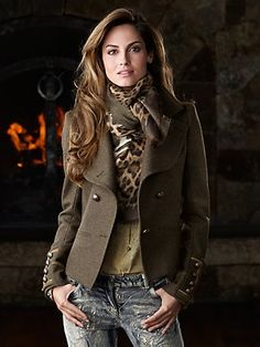 Marissa jacket. Roberto Cavalli.  Love it with the Leopard print scarf. Grigio Jeans. Velvet stretch with gold overlay. Scrumptious. Diva Fashion, Fashion 2017, Fashion Outfits, Womens Fashion, Fashion Ideas, Leopard Scarf, Blazer Outfits For Women, Green Outfits For Women, Jackets For Women