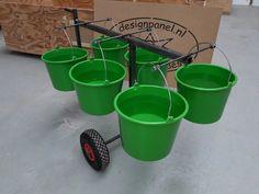 Studenten ontwerpen emmertaxi, een karretje waarmee boeren makkelijk volle melkemmers kunnen vervoeren, zonder te morsen. Bucket, Canning, Students, Home Canning, Buckets, Aquarius, Conservation