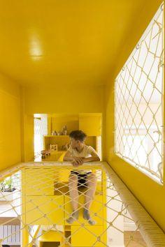 Indoor Playroom As Your Child's Playground - Korhek Indoor Tree House, Indoor Playroom, Kindergarten Design, Appartement Design, Family Apartment, Indoor Playground, Minimalist Interior, Kid Spaces, Play Houses
