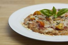Low Carb Thunfisch-Pizza - http://www.tableware24.com/magazin/low-carb-thunfisch-pizza/
