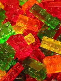 Recipe For Lego Gummies - This gives new meaning to 'playing with your food'. This neat little treats actually work like normal building blocks.