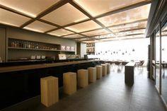 Modern Restaurant Design - The Sushi Bar of Kosushi Restaurant Modern Restaurant Design, Restaurant Bar, Interior Design Inspiration, Decor Interior Design, Brewery Design, Japanese Design, Cafe Bar, Architecture Details, Bar Stools