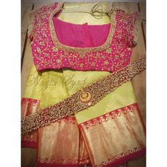Channelling effortless elegance and grace in this traditional saree blouse with waist belt by Nazia Syed. Wedding Saree Blouse Designs, Pattu Saree Blouse Designs, Blouse Designs Silk, Designer Blouse Patterns, Wedding Sarees, Telugu Wedding, Saree With Belt, Saree Belt, Stylish Blouse Design