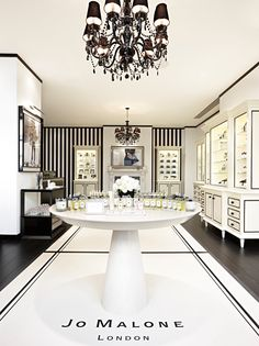 Jo Malone London, Covent Garden Boutique. Beautiful shops selling fabulous perfume. WOW love the black and white decor!!!!