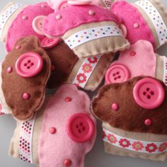 make your own CUPCAKES kit including pattern and materials for at least 6 cupcakes