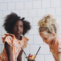 CarlijnQ SS20 Wat is het weer mooi! Heb jij al een kijkje genomen? Afgelopen vrijdag is drop 2 gelanceerd dus ook alle zomer items zijn er nu!  #carlijnq #kidsfashion #organickidswear #sustainablefashion #biologischekinderkleding #kidsootd #kidsfashioninspo Biology