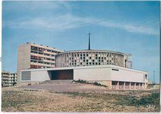 """l'église """"La Grâce de Dieu"""" de Caen. architectes, messieurs Marcel Clot, François Dupuis, Paul Huet, Guy Morizet."""