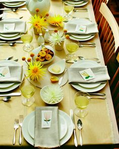 Thanksgiving Table Setting: Cheerful and Yellow